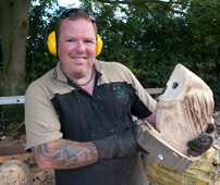 chainsaw_sculptor_2